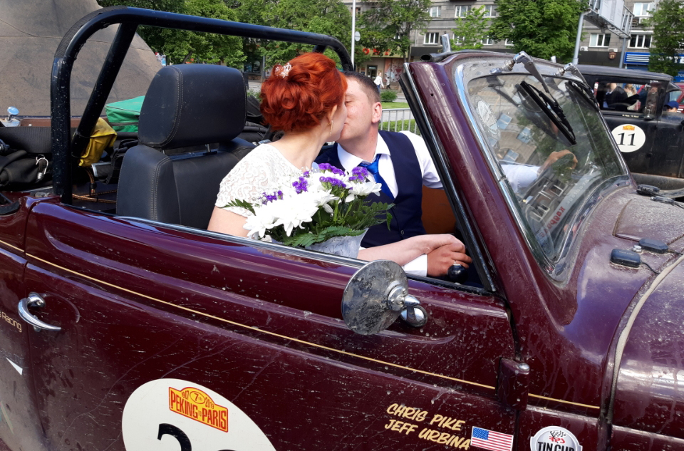 Novosibirsk Newlyweds in the Ford